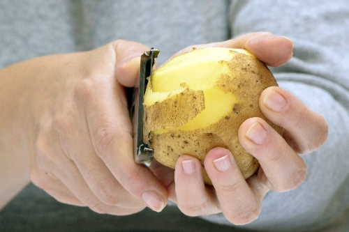I find it difficult to peel or grate food